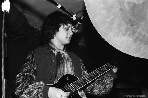 Gigi Lantsch mit Gitarre